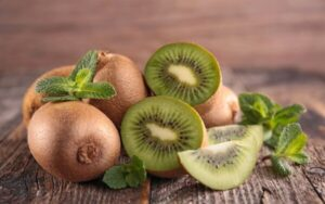 benefits of eating kiwi some pieces